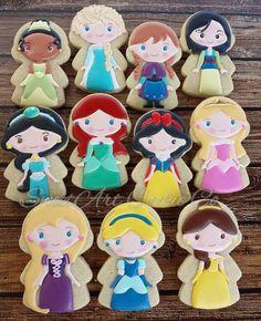 The other half of the Princess set! Not gonna lie. Disney Princess Cookies, Disney Cookies, Disney Princess Birthday, Cinderella Birthday, Cookies For Kids, Cute Cookies, Cupcake Cookies, Sugar Cookies, Cupcakes