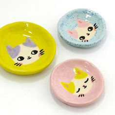 Lil ceramic plates from Painted Ceramic Plates, Clay Plates, Ceramic Clay, Ceramic Pottery, Pottery Art, Slab Pottery, Pottery Studio, Ceramic Bowls, Clay Art Projects