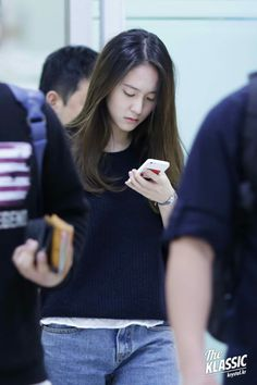 Natural soojung she's totally perfecttt Krystal Fx, Jessica & Krystal, Sulli, Kpop Fashion, Star Fashion, Krystal Jung Fashion, Korean Airport Fashion, Kpop Girl Bands, Beyond Beauty