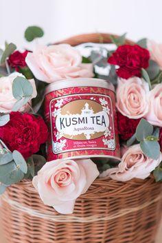 Je pense que je ne vous apprendrais rien en vous disant que je suis une folle de thé? Vert, blanc, noir, rouge … j'adore découvrir de nouveaux mélanges etje suis ravie de vous parler aujourd'hui de la nouveauté de ma marque de thé chouchoute : AquaRosa de Kusmi Tea. AquaRosa est la nouvelle eau fruitée...  Lire la suite »