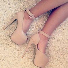 Nude high heels *_*