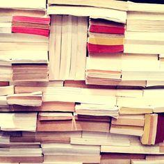 136/365 #project365 Parce qu'on devrait tjs ranger ses livres comme ça #365project #photooftheday #onepicaday #books