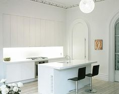 Julian-King-Architect-Chelsea-townhouse-white-high-ceiling-kitchen-recast moldings-white-island
