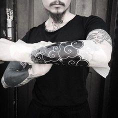 Tattoo Designs Meaning Ideas & Tattoo Tips Wind Tattoo, Arm Tattoo, Body Art Tattoos, Tatoos, Future Tattoos, Tattoos For Guys, Pintura Zen, Japanese Cloud Tattoo, Irezumi Tattoos