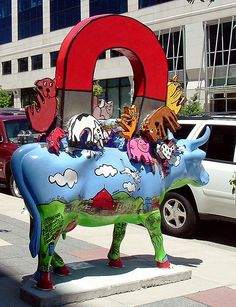 Cows on Parade – Madison, WI Title: Animal Magnetism Artist: Jenny M. Steinman H… Cows on Parade – Madison, WI Titel: Animal Magnetism Künstler: Jenny M. Cow Parade, Shop Signage, Animal Magnetism, Painted Pony, Cute Cows, Cow Art, Animal Sculptures, Public Art, Animal Paintings