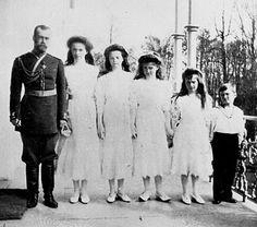 Zar Nicolás II y sus hijos.