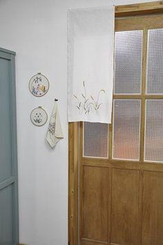예전에 도자기공방에 만들어 넣어줬던 강아지풀 바란스가 예쁘다고해서 다시 만들어 제 공방에 걸어주었습... Japanese Embroidery, Hand Embroidery, Embroidery Patterns, Cafe Interior, Interior Design, Barn Wood Crafts, Needlework, Retro Vintage, Diy And Crafts