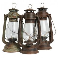 Petroleumlamp werd in die tijd gebruikt voor licht. Toen eer bombardementen waren in Londen vluchtte hij. Maar zijn lamp heeft omgevallen en een brand veroorzaakt daardoor is zijn vader gestorven.