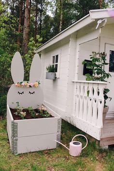 DIY-tips! Playhouse Decor, Garden Playhouse, Playhouse Outdoor, Kids Backyard Playground, Backyard For Kids, Backyard Projects, Cubby Houses, Play Houses, Kids House Garden