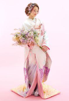 Traditional Wedding Attire, Traditional Outfits, Wedding Kimono, Japanese Wedding, Fantasy Dress, Japanese Kimono, Japan Fashion, Flower Bouquet Wedding, Kimono Fashion