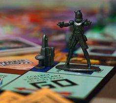 Star Wars Monopoly – http://thegadgetflow.com/portfolio/star-wars-monopoly-85/