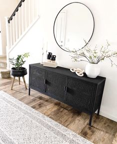 Living Room Colors, Living Room Sets, Home Living Room, Modern Living Room Decor, Modern Chic Decor, Black And White Living Room Decor, Modern Vintage Decor, Modern Apartment Decor, Living Room Bench