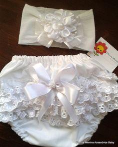 Conjunto calcinha tapafralda e faixa, tecido 100% algodão, cardada, laços e fitas, flores  linda para batizado ou fotos de newborns  Tamamnho P,M,G,e GG R$ 47,25