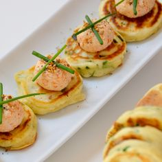 Prawn salad with egg and avocado in mini-brioche for holiday Mini Pancakes, Mini Burgers, Hors D'oeuvres, Bruschetta, Tapas, Zucchini, Brunch, Food And Drink, Appetizers
