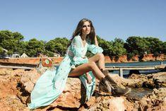 Más que un vestido y una chaqueta, Tara te dará mucho juego y logrará que dejes huella allá donde vayas. Ibiza, Boho Chic, Cover Up, Spring Summer, Beach, Dresses, Fashion, Dress, Foot Prints
