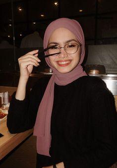 Casual Hijab Outfit, Hijab Chic, Street Hijab Fashion, Muslim Fashion, Hijab Hipster, Hijab Style Tutorial, Hijab Fashion Inspiration, Hijabi Girl, Tumblr Fashion
