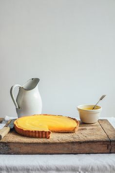 From the Kitchen I Lemon Cheesecake Tart with Lemon Curd