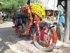 Bullet Baba: There is a shrine in Rajasthan where the adored deity is an Enfield Bullet I love the madness of India! Royal Enfield India, Enfield Classic, Royal Enfield Bullet, India People, Easy Rider, Binky, Incredible India, Madness, Transportation
