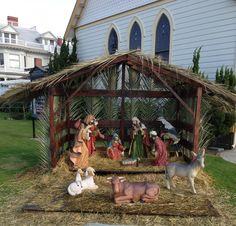 Christmas Crib Ideas, Christmas Nativity Set, Homemade Christmas Decorations, Christmas Tree Themes, Christmas Costumes, Christmas Crafts, Nativity House, Nativity Stable, Outside Decorations