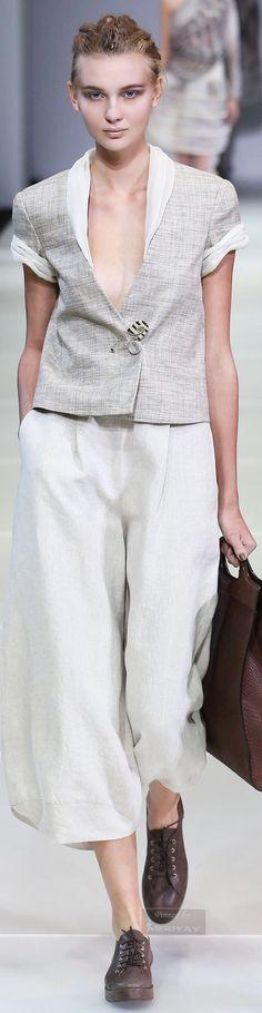 Giorgio Armani Spring 2015 Ready-to-Wear Fashion Show