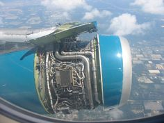 engine cowling comes off during flight