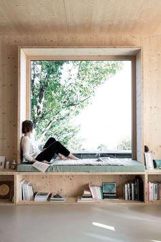 Sitzfenster aus Holz mit Regal und Stauraum planen und gestalten Patio Interior, Interior Design, Interior Ideas, Window Seat Storage, Window Seats, Window Sill, Modern Window Seat, Window Privacy, Window Coverings