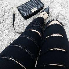 Que nunca nos falte um belo sapato preto. #tanarabrasil #love #fashion  Ref. T0186
