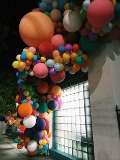 Inspiration: Geronimo Balloons installation in Silverlake, Los Angeles ©️Marie-Joelle Parent Balloon Installation, Balloon Backdrop, Balloon Decorations Party, Balloon Wall, Balloon Garland, Birthday Decorations, Ballon Arch, Balloon Party, Rainbow Wedding
