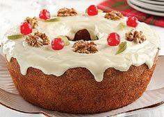 Bolo caseiro natalino, um bolo lindo e saboroso para fazer na época do Natal, com bastante uvas-passas, frutas cristalizadas e nozes. Vale a pena fazer e