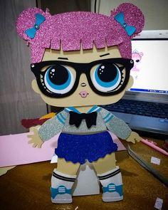 As lindas bonecas L.O.L foram com bases para ficar em pé na mesa !!!!