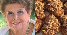 Η Βέφα αποκαλύπτει τα 8 μυστικά για τα πιο τέλεια μελομακάρονα  #Συνταγές Tiramisu Cheesecake, Greek Sweets, Christmas Deserts, Sweets Cake, Xmas Food, Peanut Butter Cookies, Dog Food Recipes, Xmas Recipes, Greek Recipes