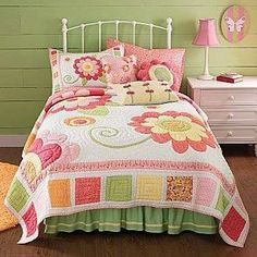 Wow Flower quilt :: If I had a daughter her room would look like this!