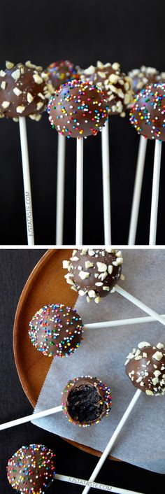 No-Bake Chocolate Cookie Pops - I know these don't have peanut butter, but I've had oreo & cream cheese cake pops before, and they're amazing! No Bake Desserts, Just Desserts, Delicious Desserts, Dessert Recipes, Cake Pop Recipes, Drink Recipes, Oreos, Cake Pops Stiele, No Bake Cake Pops