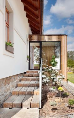 m investora bylo upravit stá Home Room Design, House Design, House Extension Design, Bungalow Renovation, Front Porch Design, Outside Living, House With Porch, Backyard, Patio