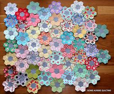 Fussy-cut petals —too much work. The gray centers make it look a little too drab. Use butter yellow or maybe dusty pink? Gone Aussie Quilting: More English Paper Piecing Hexagon Patchwork, Hexagon Pattern, Hexagon Quilt, Paper Piecing Patterns, Quilt Patterns, Millefiori Quilts, Diy Papier, Foundation Piecing, English Paper Piecing