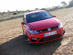 Den neuen Volkswagen Polo GTI in Rot gibt es mit DSG und manuellem Getriebe, aber auch in verschiedenen Farben die den roten GTI Akzenten