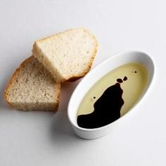 Dipping oil can be used for anything right from marinating chicken to salads. This write-up provides some dipping oil recipes for various breads. Balsamic Vinegar Benefits, Appetizer Dips, Appetizer Recipes, Dip Recipes, Cooking Recipes, Bread Dipping Oil, Yummy Treats, Yummy Food, Food Is Fuel