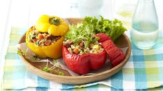 Peppers Stuffed with Rice, Vegetables and Cheese - Food Lovers Recipes Cheese Recipes, Cooking Recipes, Apple Chips, Fruit And Veg, Entrees, Romantic Recipes, Low Carb, Rice, Tasty