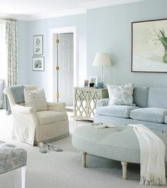jolie proposition couleur peinture salon bleue, décor en blanc et bleu qui incite à la rêverie