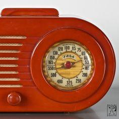"Bakelite radio ""Bullet""  by FADA in Art Deco Streamline-Design"
