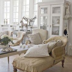 Vintage by Nina Inspiration #laurasliving #webshop #inspiration #home #bedroom #living  #home #woonaccessoires #frenchnordic #style #french #slaapkamer #woonideeen #wooninspiratie #romantic #shabby #shabbychic #romantichome #interior123 #wonen #huis #interior #interieur #picoftheday #instahome #brocante #antiek #antique #vintagebynina #Inspiration #woonideeen