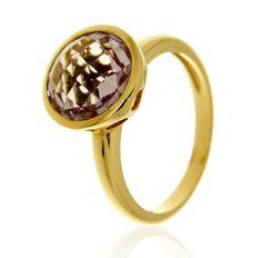BOTTON Ref: 38022 Sortija realizada en oro amarillo de 18 kts. Lleva una amatista en talla briolet engastada en chatón.