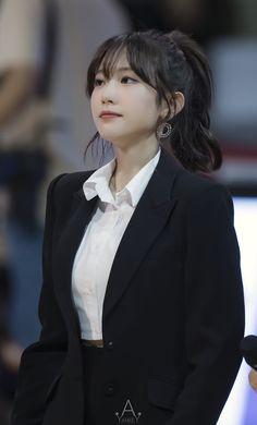Photo album containing 10 pictures of Luda Wjsn Luda, Cute Japanese Girl, Yuehua Entertainment, Cosmic Girls, Beautiful Asian Women, Korean Beauty, Girls Generation, Asian Woman, Korean Girl