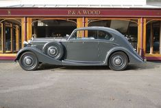 A 1935 'Airline' Coupé by Barker on a chassis. Very neat, very pretty and beautifully restored. Rolls Royce Corniche, Retro Cars, Vintage Cars, Rolls Royce Phantom, Bmw, Cool Cars, Super Cars, Classic Cars, Automobile