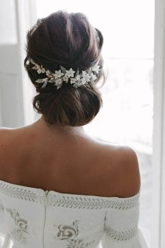 VERSAILLES floral wedding headpiece, gold bridal headpiece, floral bridal comb is part of Wedding hairstyles There's a certain magic in the Versailles floral wedding headpiece A wildly intrigui - Floral Wedding Hair, Wedding Hair Pieces, Wedding Hair And Makeup, Hair Wedding, Wedding Flowers, Bride Makeup, Boho Wedding, Wedding Bride, Rustic Wedding