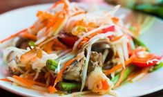 A fresh Thai Som tum papaya salad recipe for beginners. Som Tum is a salad recipe from Thai cuisine.