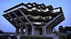 Brutalist buildings in Chicago, Geisel Library, 1970