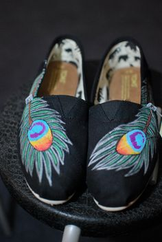 love these handpainted peacock toms! would not love myself when I get stuck in rain.