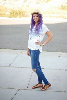 Casual look with ripped jeans, a fedora and sandals. Don't forget the purple hair! Outfit from The Red Closet Diary fashion blogger.