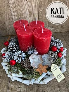 Christmas Advent Wreath, Christmas Crafts, Christmas Decorations, Holiday Decor, Diy Wreath, Pillar Candles, Diy And Crafts, Centerpieces, Candle Arrangements
